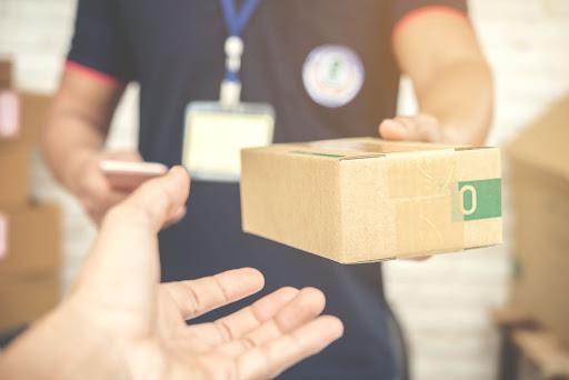 Mari Cegah Penularan Virus, Begini Tips Menerima Paket Saat Belanja Online
