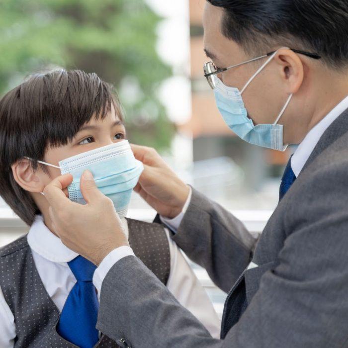 Lindungi Keluarga dari Virus dengan Membawa 5 Produk Ini Saat Keluar Rumah